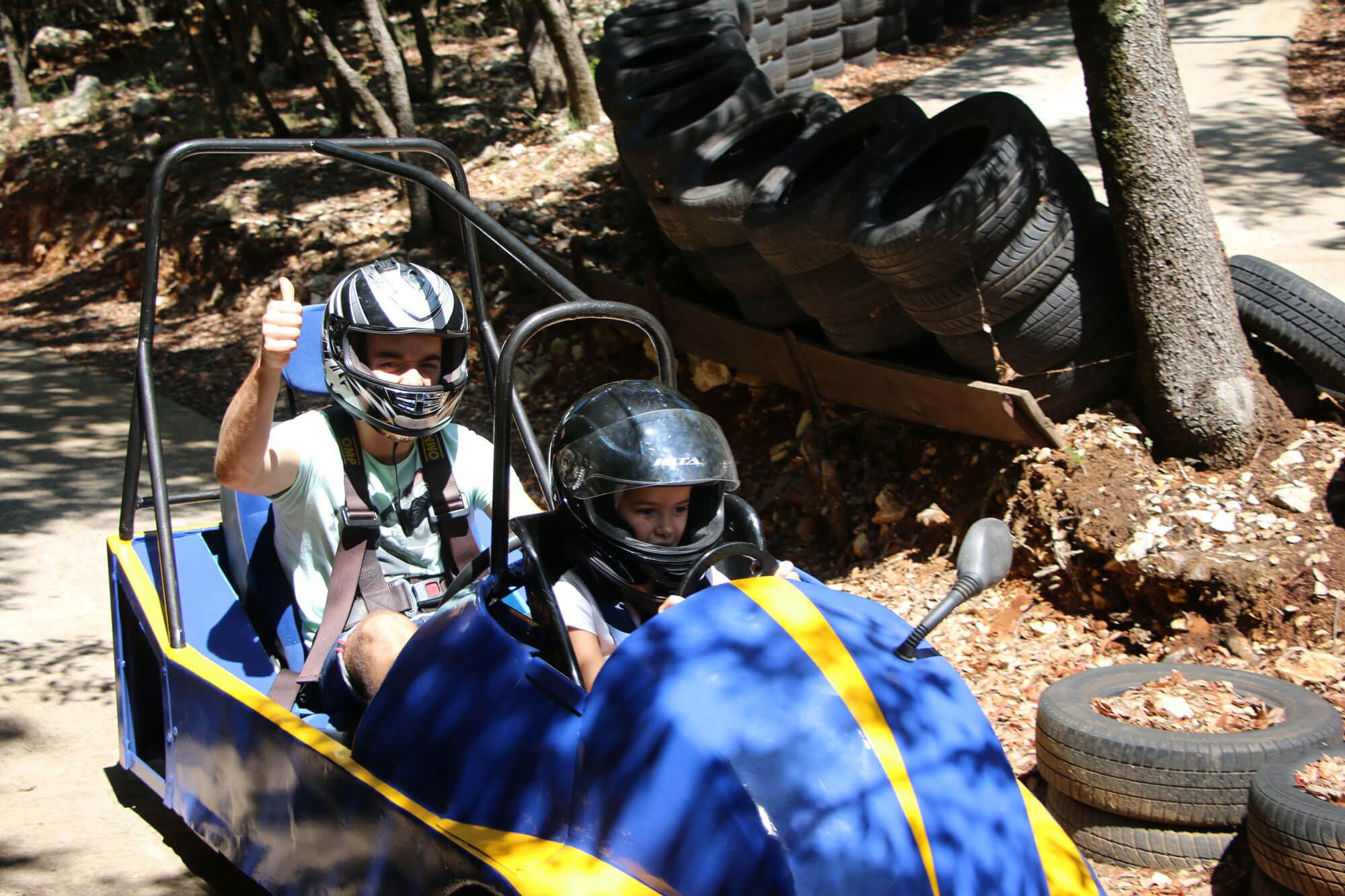 vehicule sans moteur loisirs enfants activite plein air au pays des carrioles la boissiere