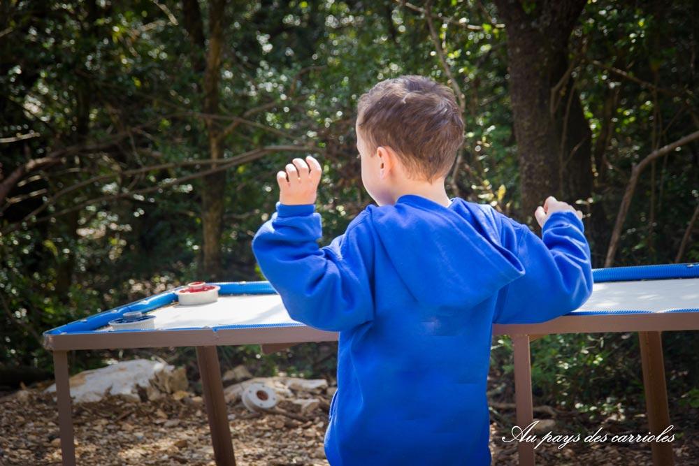 Enfant parc jeux au pays des carrioles Hérault
