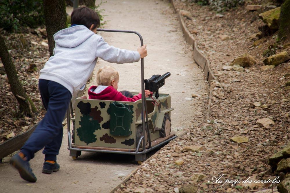 Pousse auto au pays des carrioles parc enfant Hérault