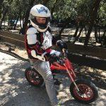 mini motos sans moteur port du casque et equipements activites adolescents et adultes
