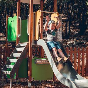 aire de jeux cloturee structure de jeux Parc au pays des carrioles parc pour enfants 34