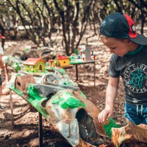 espace de jeux en plein air circuit roue libre au pays des carrioles parc pour enfants 34