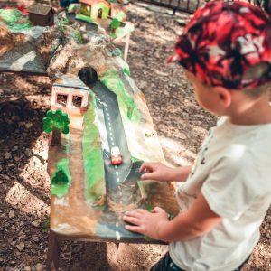 espace de jeux et d'activités en foret circuit roue libre au pays des carrioles parc pour enfants 34-accueil familial